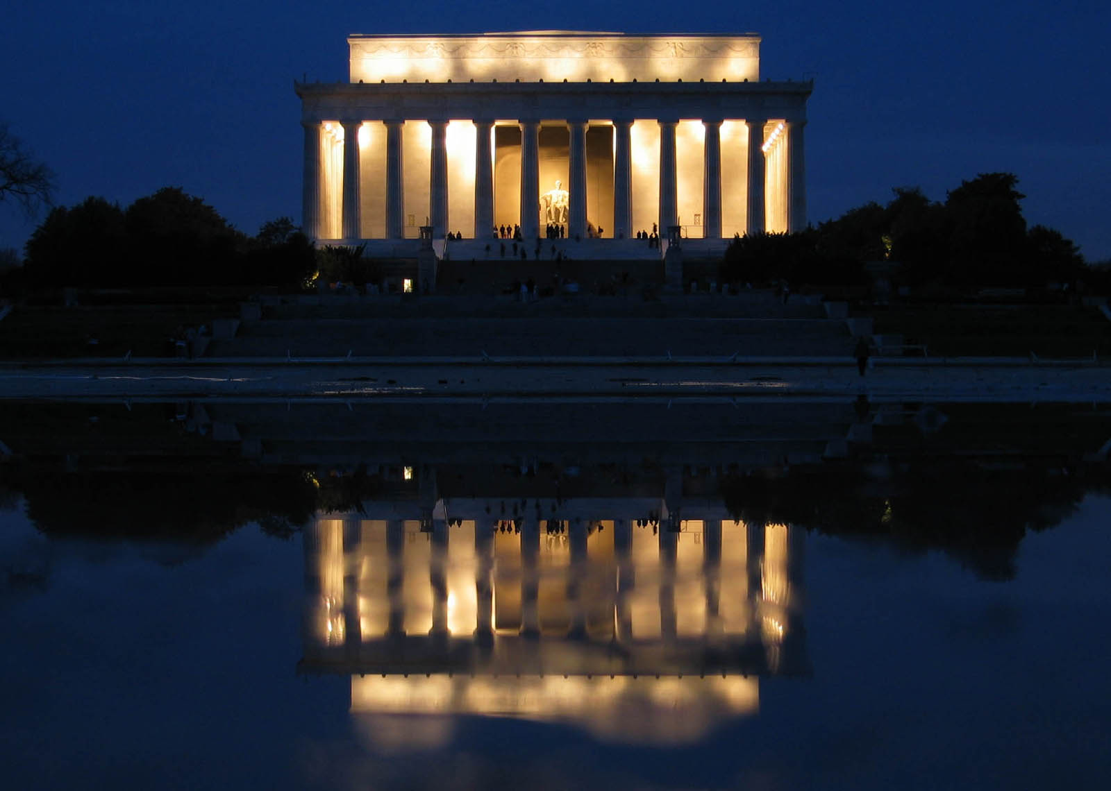 Lincoln_Memorial_and_a_drained_reflection_pool